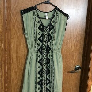 Xhilaration green black sleeveless pattern maxi